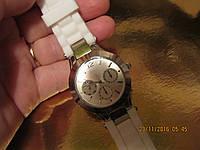 Часы наручные белый силиконовый ремешок новые стильный дизайн ив роше женские