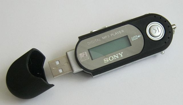 MP3-плеер Sony  жк-экран, диктофон,1 Гб, наушники