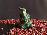 Статуэтка из натурального камня. Змейка. (змеевик тёмный)