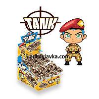 Игрушка Танк на тубе с драже 12 шт (Aras)