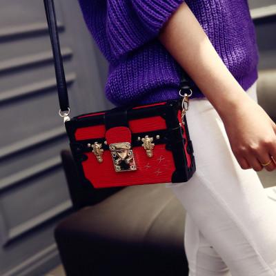 Женская лаковая мини-сумочка