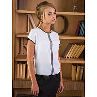 Белая блуза из креп-шифона с короткими рукавами и черным кантом