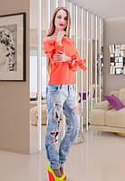 Женская яркая блузка с бантом на рукаве