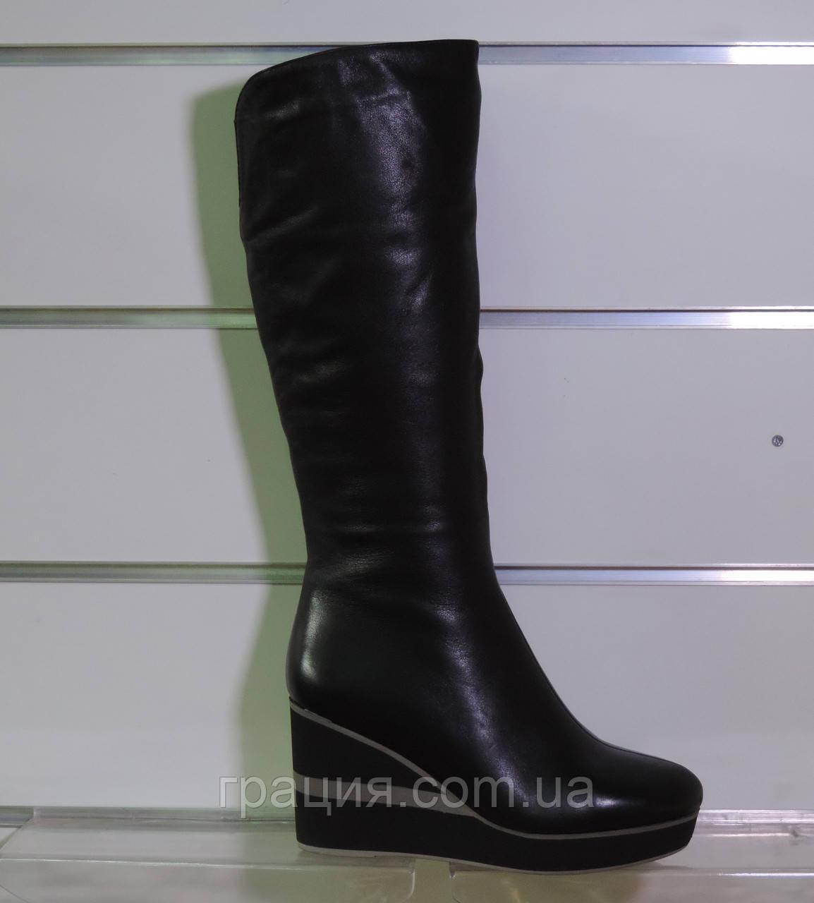 Шкіряні зимові чобітки на танкетці з натуральним хутром