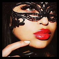 Кружевная маска к эротическому костюму