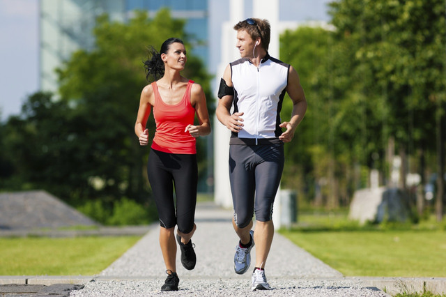 Спортивная одежда и обувь