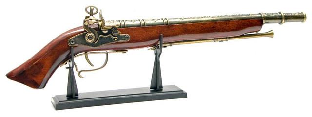 Сувенирное оружие -  макет мушкета на подставке
