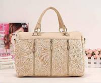 Винтажная женская сумочка чемоданчиком с кружевами среднего размера