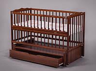 Детская деревянная кроватка с маятником и откидной боковиной для новорожденного ТМ Дубок Веселка