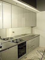 Кухня Серая, глянец, прямая, скинали, фото 1