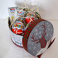 """Новогодний подарок из """"киндер-сюрпризов"""" для мальчика"""