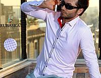 Белая нарядная мужская рубашка с красной вставкой на воротнике