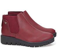 Женские ботинки красного цвета