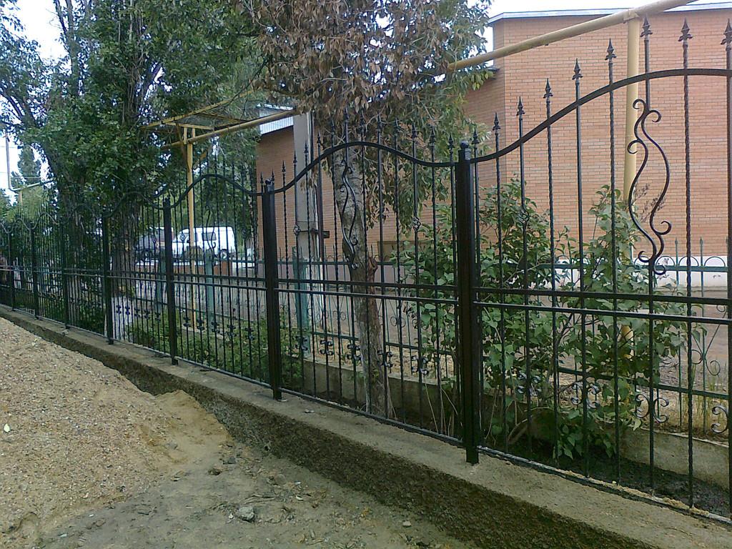 забор с покраской и установкой 700 гр. м.2
