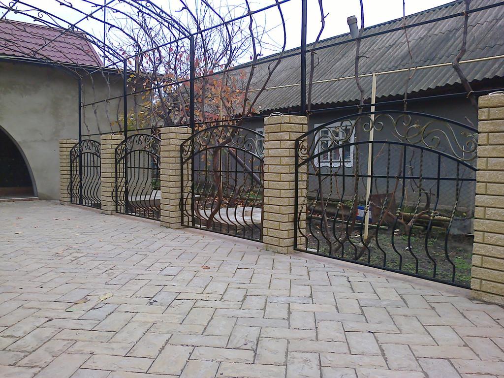 забор с покраской и установкой 880 гр. м.2