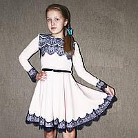 Нарядное детское платье с гипюром и украшением (цепочка) 122р