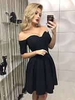 Женское черное платье с корсетом с оголенными плечами