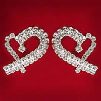 [30 мм] Серьги женские белые стразы светлый металл свадебные вечерние гвоздики (пуссеты) сердце модерн средние