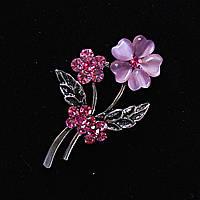 [45/30 мм.] Брошь Цветочная, камень Кошачий Глаз розовый со стразами, металл серый темный