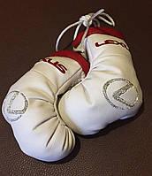Перчатки боксерские подвеска в авто LEXUS