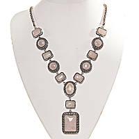 Колье с Розовым кварцем в металле под серебро, камни разной формы 12,14,18,25мм, длина 50см