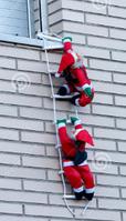 Фигуры Санты Клауса 30 см на лестнице лезут в окно с подарками