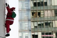 Уличная фигурка Санты Клауса 120 см на лестнице