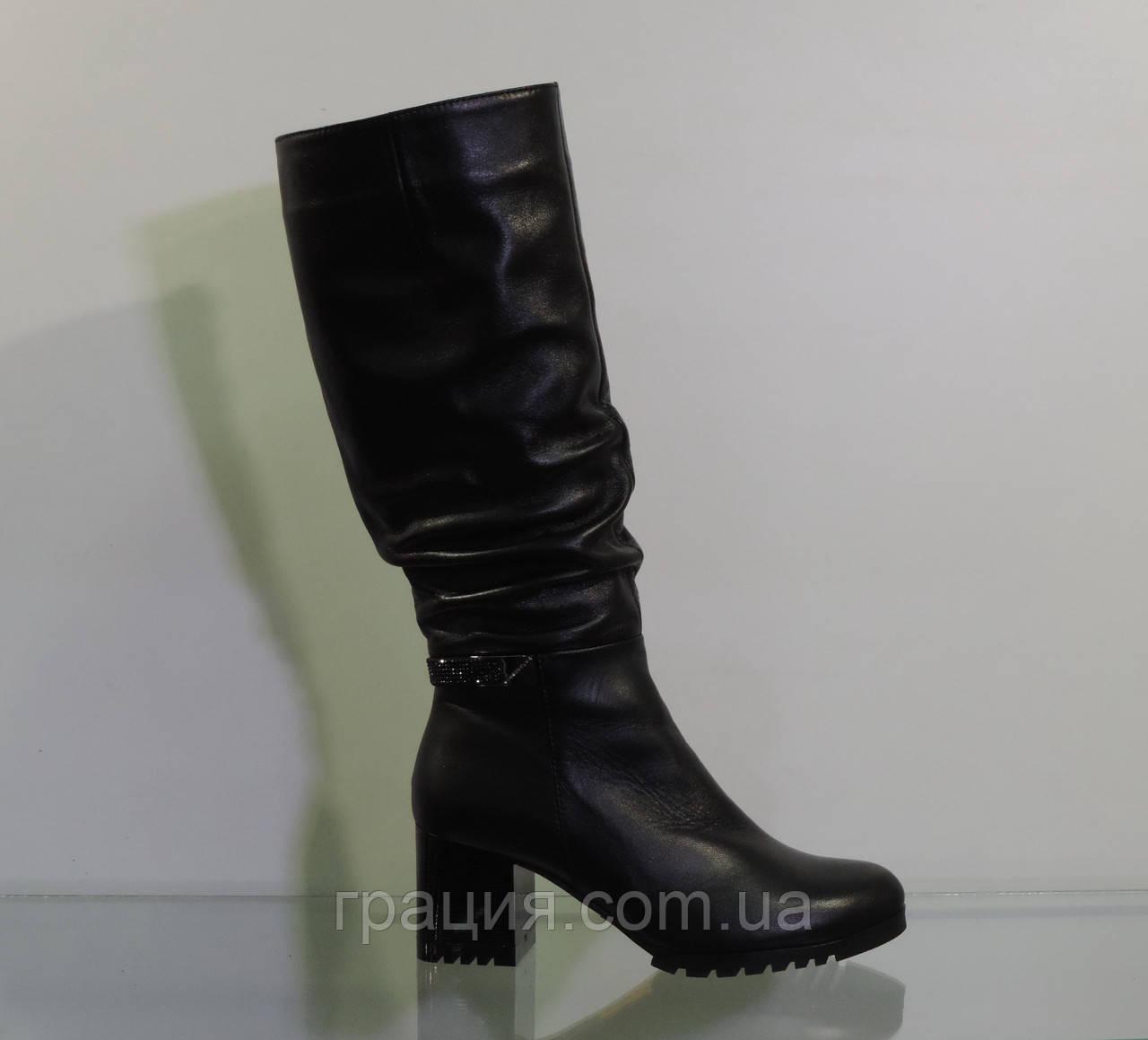 Зимние женские кожаные сапожки на среднем каблуке