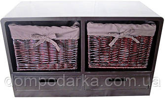 Прекрасная тумба бордово-коричневого цвета с полками и плетенными корзинками подчеркнет ваш интерьер