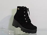 Зимние молодежные замшевые ботинки на шнуровке черные