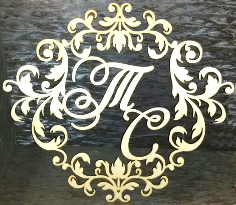 Монограмма, герб молодоженов, свадебная рамка.