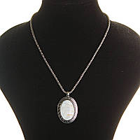 Кулон на цепочке Перламутр темно серый металл оправа греческий узор овальная 40х30мм L-45-55см