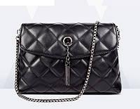Женская сумка стеганная с кисточкой на цепочке