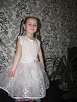 Красивое пышное белое платье снежинки.