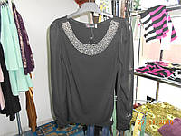 Нарядная блуза с ожерельем