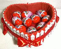 """Композиция-сердце с шоколадными яицами и шоколадом """"Kinder"""" Киндер сюрприз 10 шт"""