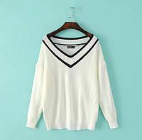 Модный женский свитер оверсайз белого цвета
