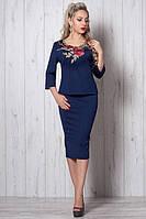 Стильный молодежный костюм юбка-миди и кофточка декорирована вышивкой