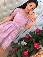 Элегантное женское кружевное платье с расклешенным низом, обшито жемчугом. Сиреневый цвет