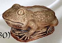 Жаба на камне( под горшок)