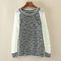 Модный женский свитер черно-белого цвета