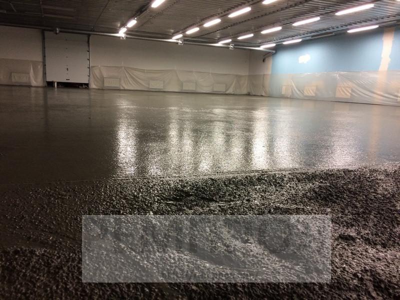Устройство бетонных промышленных полов с упрочненным верхним слоем (топпинг Cerecit CF-56)  и использование фибра бетона (добавление... 3