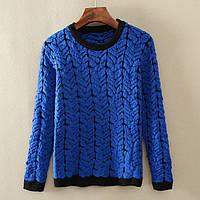 Модный женский свитер яркого синего цвета