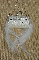 Новогоднее украшение - сумочка с камнями и перьями