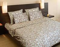 Комплект дорогого красивого постельного белья в светлых бежевых тонах
