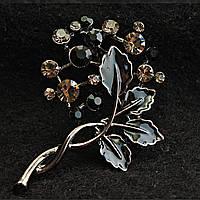 [40/50 мм] Брошь темный металл  лоза с о стразами темных оттенков и листьями черная эмаль