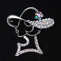 [45/40 мм.] Брошь Дамская Шляпа  со стразами и декором цветка, металл Silver