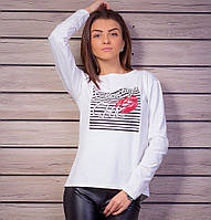 Молодежный женский свитшот молочного цвета с принтом и стразами