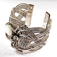 [6,5 см] Браслет Перламутр широкий скобка металл паук держащий камень со стразами