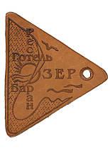Изготовление брелков любой формы для гардероба из кожи и металла  под заказ.